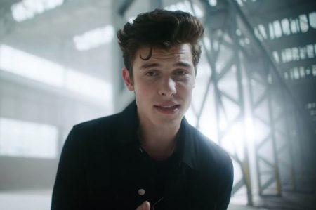 """Shawn Mendes estreia vídeo de sua parceria com Khalid. Assista """"Youth"""""""