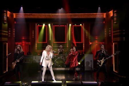 Assista a eletrizante apresentação da banda The Struts com a cantora Kesha, no programa The Tonight Show