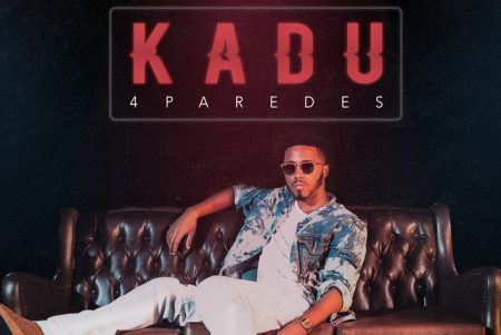 """""""4 Paredes"""" é o novo single e videoclipe do cantor Kadu Costa"""