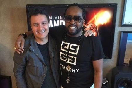 Xande de Pilares renova contrato com a Universal Music Brasil