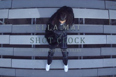 "Indicada ao BRIT Awards, Ella Mai lança o videoclipe de ""Shot Clock"". Assista!"