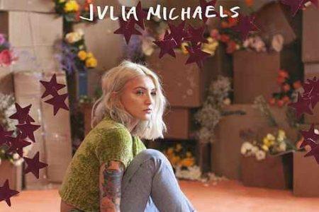 """Julia Michaels lança novo EP, """"Inner Monologue Part I"""", e apresenta nova faixa """"Anxiety"""", com participação de Selena Gomez"""