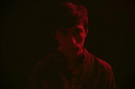 """Assista ao videoclipe de """"Grip"""", single colaborativo do trio Seeb e da banda Bastille"""
