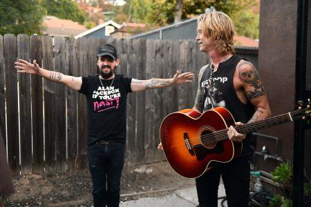 """Baixista do Guns N' Roses, Duff Mckagan, lança""""Tenderness"""", seu novo álbum solo, dia 31 de maio, com a produção e participação do vencedor do Grammy Shooter Jennings"""