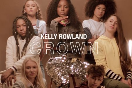 "Kelly Rowland, ex-integrante do Destiny´s Child, lança a música ""Crown"", trilha de campanha pela autoestima"