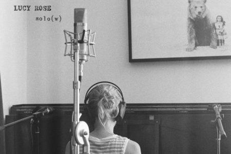 """A cantora Lucy Rose disponibiliza mais uma faixa de seu novo álbum. Ouça o single """"Solo (w)"""""""