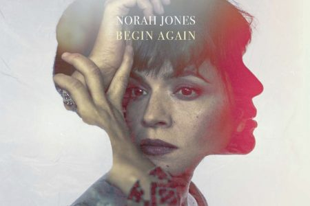 "NORAH JONES LANÇA O COMPILADO, ""BEGIN AGAIN"", EM TODAS AS PLATAFORMAS DIGITAIS"