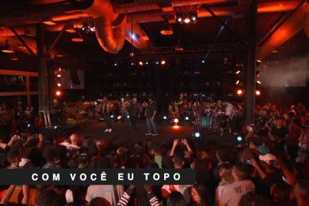 """O grupo Preto no Branco convida os sertanejos César Menotti & Fabiano para o lançamento do vídeo de """"Com Você Eu Topo"""""""