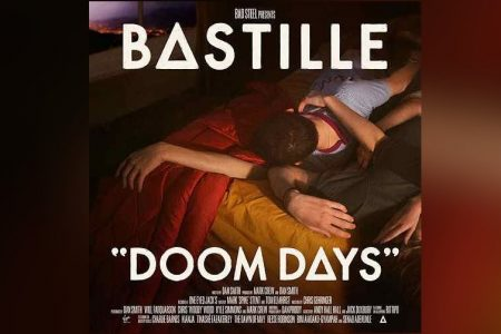 """DOOM DAYS"", NOVO ÁLBUM DO BASTILLE, JÁ ESTÁ DISPONÍVEL. OUÇA AGORA!"