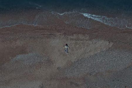 """RILÈS DISPONIBILIZA O VIDEOCLIPE DE """"MY SELF N THE SEA"""", PARTE DO REPERTÓRIO DE SEU ÁLBUM DE ESTREIA, """"WELCOME TO THE JUNGLE"""""""