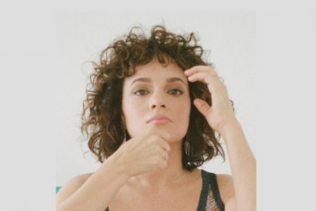 "NORAH JONES DISPONIBILIZA OS VÍDEOS REMASTERIZADOS DE ""DON'T KNOW WHY"" E ""COME AWAY WITH ME"" EM SEU CANAL NO YOUTUBE"