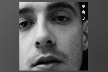 "JÁ ESTÁ DISPONÍVEL O EP ""LOST IN THE SOFT LIGHT"", DE DERMOT KENNEDY"