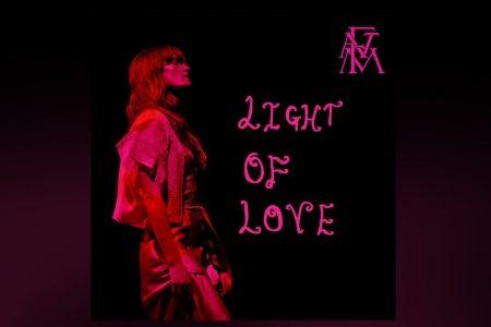 """OUÇA A INÉDITA """"LIGHT OF LOVE"""", NOVA CANÇÃO DE FLORENCE + THE MACHINE"""