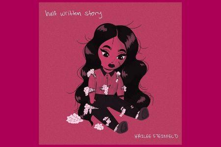 "A CANTORA E ATRIZ HAILEE STEINFELD APRESENTA O EP ""HALF WRITTEN STORY"""