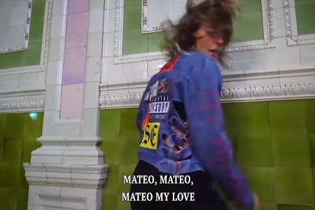 """TOVE LO ACABA DE APRESENTAR O LYRIC VIDEO DE """"MATEO"""". A CANTORA AINDA ESTÁ CONVOCANDO OS FÃS PARA ENVIAREM VÍDEOS FAZENDO LIP SYNC DA FAIXA"""