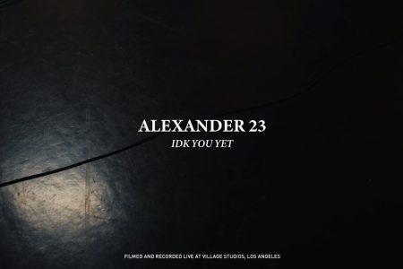 """ASSISTA AO VÍDEO DA VERSÃO DE PIANO DE """"IDK YOU YET"""", SUCESSO DE ALEXANDER 23"""