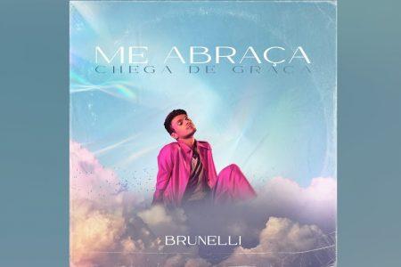 """BRUNELLI INICIA NA FASE POP NOSTÁLGICA COM A MÚSICA """"ME ABRAÇA (CHEGA DE GRAÇA)"""""""