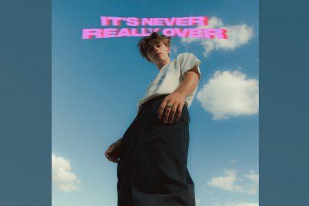 """JOHNNY ORLANDO LANÇA """"IT'S NEVER REALY OVER"""", SEU SEGUNDO EP"""