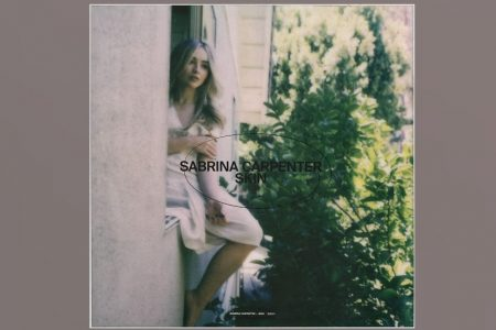 "OUÇA AGORA ""SKIN"", O NOVO SINGLE DE SABRINA CARPENTER"