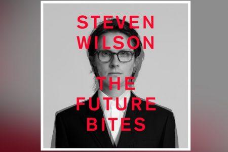 """""""THE FUTURE BITES"""", O NOVO ÁLBUM DE STEVEN WILSON, É APRESENTADO EM TODOS OS APLICATIVOS DE MÚSICA"""