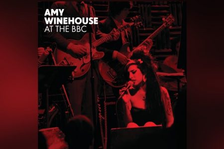 "JÁ ESTÃO DISPONÍVEIS AS CANÇÕES ""I HEARD IT THROUGH THE GRAPEVINE"", ""TENDERLY"" E ""MONKEY MAN"", DE AMY WINEHOUSE"