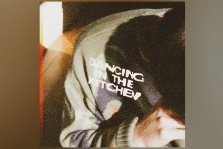 "NOVIDADE VIRGIN MUSIC: ZACHARY KNOWLES LANÇA A MÚSICA ""DANCING IN THE KITCHEN"""