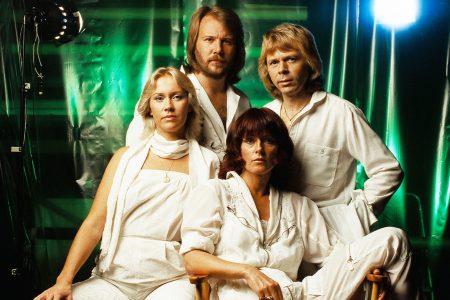 O LENDÁRIO GRUPO ABBA DISPONIBILIZA VÍDEOS INÉDITOS E COMENTÁRIOS DE SEUS MAIORES SUCESSOS
