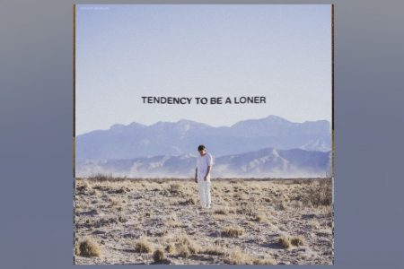 "OUÇA ""TENDENCY TO BE A LONER"", A NOVA MÚSICA DE ZACHARY KNOWLES"