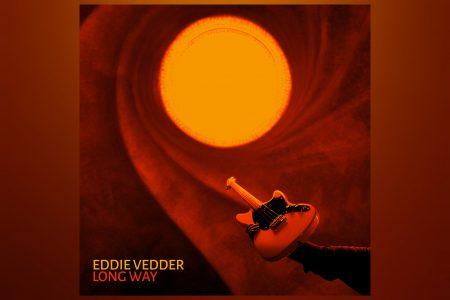 "EDDIE VEDDER REVELA SEU NOVO SINGLE SOLO, ""LONG WAY"", O PRIMEIRO DE SEU PRÓXIMO ÁLBUM, ""EARTHLING"""