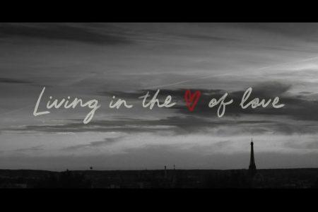 "THE ROLLING STONES APRESENTAM O VÍDEO OFICIAL DE ""LIVING IN THE HEART OF LOVE"""